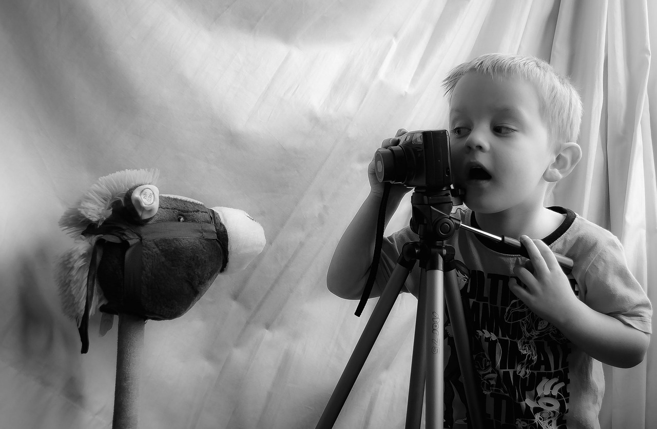 boyPhotographing-69751_1280